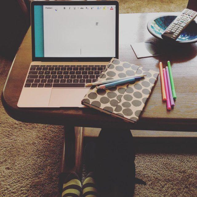 Lekker bij oma vanmiddag beetje bloggen kletsen en natuurlijk scrabbelen!