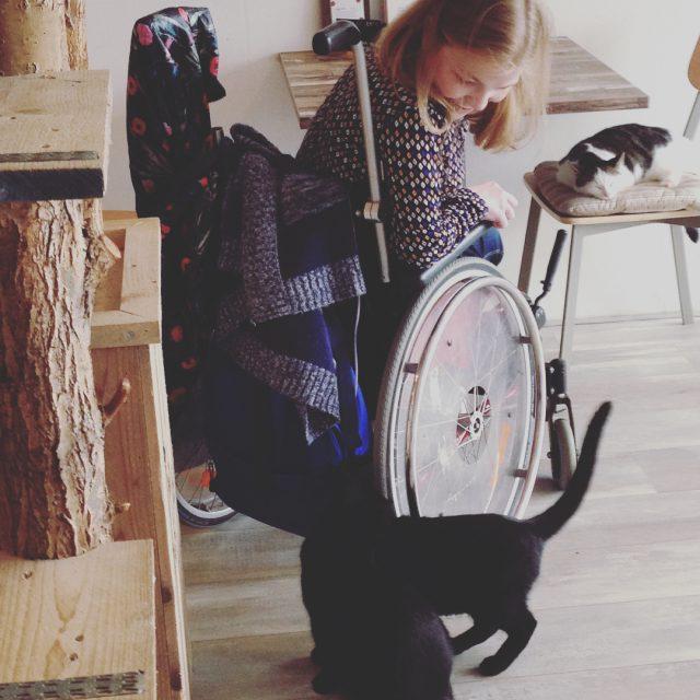 YES eindelijk bij het Rotterdamse kattencaf geweest! Erg leuk aangekleedhellip