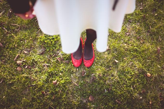 girl-standing-on-the-autumn-grass-picjumbo-com